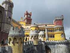 Sintra, romanticismo portugués   Via Tu Gran Viaje   28.10.2014 - Sintra es la capital del romanticismo. Una ciudad que lleva siglos enamorando a aquellos que la visitan, y lo hace a través de sus monumentos, de sus calles, de sus paisajes, de su historia y de su gastronomía. #Portugal