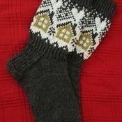 Neuleryhmissä on talven mittaan neulottu ihania mökkisukkia, joiden kuvio oli alun perin osa Metsänväki-sukkia.