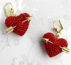 Fuente: https://www.etsy.com/listing/92911329/wedding-earrings-crochet-red-heart-and?ref=related-1