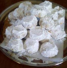 Κουραμπιεδες βουτύρου.!!! Pastry Art, Baking And Pastry, Greek Recipes, Creative Cakes, Biscuits, Food And Drink, Cookies, Sweets, Sugar