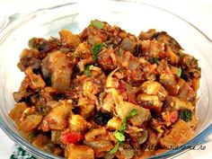 Tocanita de vinete in stil italian (caponata) - Lecturi si Arome Raw Vegan Recipes, Vegetarian Recipes, Healthy Recipes, Romanian Food, Eggplant Recipes, Soul Food, Vegetable Recipes, Food And Drink, Yummy Food
