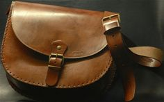 Crescent 1 - Leather Bag. Leather bag crescent shaped, completely handmade and well reinforced in the seams, with simple buckle. Small but capacious handbag its simple and elegant.