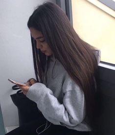 Cute Girl Photo, Girl Photo Poses, Girl Photography Poses, Girl Pictures, Girl Photos, Mode Hipster, Coiffure Hair, Cute Selfie Ideas, Snapchat Girls