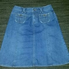 Denim Skirt Denim skirt super cute, very gently loved.. The 3rd picture is closer the actual color of the denim..no major flaws Banana Republic Skirts