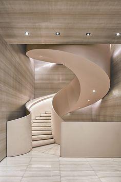 Armani-casa wallcoverings: silk mixture, has veining of marble - fits to beige stone flooring