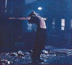 Brandon did this, not knowing that he was being photographed.  On set,THE CROW !