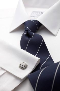 Navy and white fine stripe woven tie.--Holiday Experience Airbnb by Francesco -Welcome and enjoy- frbrun Sharp Dressed Man, Well Dressed Men, Look Formal, Man Weave, Look Man, Herren Outfit, Suit And Tie, Gentleman Style, Men Dress