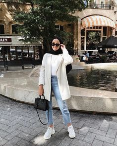Hijab styles 339529259407487991 - 40 Ideas style hijab jeans chic Source by Casual Hijab Outfit, Hijab Chic, Casual Outfits, Ootd Hijab, Casual Jeans, Hijab Dress, Jeans Style, Modern Hijab Fashion, Street Hijab Fashion