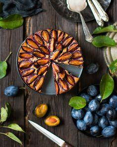 Знаете чем хорош этот пирог помимо простого исполнения? Тем, что можно съесть пару кусочков и не мучиться угрызениями совести, что вот о...