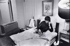 George Harrison at The Plaza Hotel in NY. Beatles Bible, Beatles One, Let It Be Film, Paul Mccartney Birthday, Three Cool Cats, Concert For Bangladesh, Throat Problems, Ian Hunter, Chris Stein