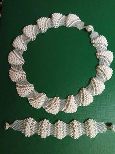 Diy Jewelry, Beaded Jewelry, Jewelry Making, Jewellery, Crochet Necklace, Beaded Necklace, Beaded Bracelets, Beading Patterns, Crochet Patterns