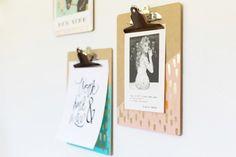 Transforme aquela prancheta básica em um item decorativo: https://www.casadevalentina.com.br/blog/INSPIRA%C3%87%C3%83O%20DIY%20%7C%20PRANCHETAS%20MODERNINHAS ----------------------------------- Turn that basic clipboard into a decorative item: https://www.casadevalentina.com.br/blog/INSPIRA%C3%87%C3%83O%20DIY%20%7C%20PRANCHETAS%20MODERNINHAS