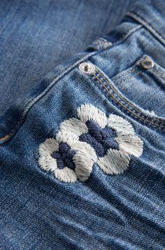 Boyfriend Fit Jeans mit Blumen-Stickerei | ORSAY
