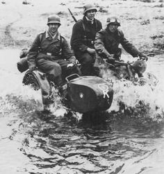 BMW from Flak-Abteilung 92 spashes across the river. West of Vresse, Belgium, of May Russian Motorcycle, Motorcycle Types, German Soldiers Ww2, German Army, Vintage Bikes, Vintage Motorcycles, Luftwaffe, Germany Ww2, Ww2 Photos