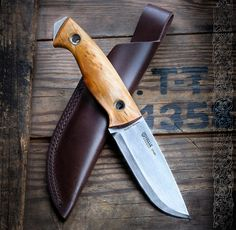 Great bushcraft know-hows that all survival lovers will most likely wish to master now. This is most important for preppers survival and will definitely spare your life. Bushcraft Messer, Bushcraft Knives, Bushcraft Uk, Bushcraft Backpack, Tactical Knives, Cool Knives, Knives And Swords, Survival Tools, Survival Knife