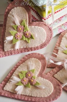 felt hearts - so cute