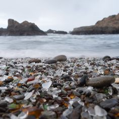 Beaches to Find Sea Glass in Oregon - Since all of Oregon's beaches are open to the public, the shoreline offers plenty of locations to find sea glass. Lincoln City's massive stretch of beach is a great place to look. Oregon Coast Roadtrip, Oregon Vacation, Oregon Road Trip, Oregon Trail, Seaside Oregon, Southern Oregon Coast, Oregon Beaches, Newport Beach Oregon, Rockaway Beach Oregon