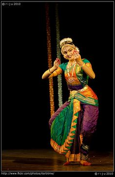 The colors are so unique and varied and the style is atypical yet gorgeous Folk Dance, Dance Art, Isadora Duncan, Hindu Statues, Indian Classical Dance, Dance World, Dance Paintings, Exotic Dance, Dance Poses