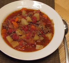 Weight Watchers Hamburger Soup-replace 3 cups beef broth with 3 cups Irish Dog Bloody Mary Mix! Hamburg Soup Recipes, Beef Soup Recipes, Ww Recipes, Low Calorie Recipes, Light Recipes, Cooking Recipes, Healthy Recipes, Diabetic Recipes, Healthy Cooking