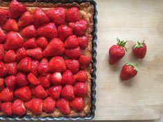 Tarte amandine aux fraises du Valais: Chaque semaine Bolero se met aux fourneaux… #RECETTES_FOODING #Amandine #Fraises #homemade #recette News, Strawberries, Recipes