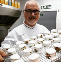 """4,470 Me gusta, 97 comentarios - Osvaldo Gross (@osvaldo_gross) en Instagram: """"Preparando el recetario para Azúcar Chango.  Alfajores santafesinos.  RECETA EN PRIMER COMENTARIO.…"""""""