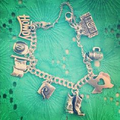 Texas Themed Charm Bracelet from James Avery Jewelry #jamesavery #Texas #TexasCharms #CharmBracelet