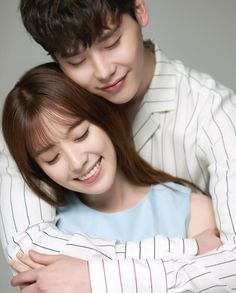Lee Jong Suk and Han Hyo Joo get intimate in the cutest couple photos for their upcoming drama Kdrama W, Kdrama Actors, Jung Suk, Lee Jung, W Two Worlds Wallpaper, W Korean Drama, Kang Chul, Moorim School, Cute Couples Photos