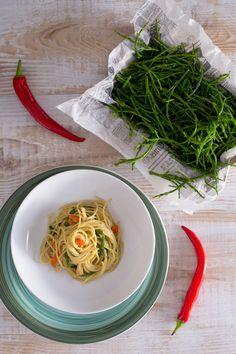 Gli spaghetti con asparagi di mare hanno un sapore fresco e marcato, con una nota salina predominante... il piatto perfetto per integrare i vostri menù di pesce! (Spaghetti with glasswort)
