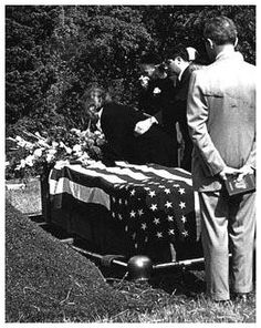 """Robert Capa funeral. After being sworn in as a United States citizen in 1946, Capa in 1947 joined with the photographers Henri Cartier-Bresson and David (""""Chim"""") Seymour to found Magnum Photos, the first cooperative agency of international freelance photographers. Although he covered the fighting in Palestine in 1948, most of Capa's time was spent guiding newer members of Magnum and selling their work. He served as the director of the Magnum office in Paris from 1950 to 1953. In 1954 Capa…"""