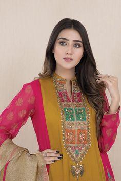 Pakistani Fashion Casual, Indian Fashion Dresses, Pakistani Dress Design, Indian Designer Outfits, Designer Dresses, Latest Pakistani Dresses, Pakistani Suits, Embroidery On Kurtis, Kurti Embroidery Design