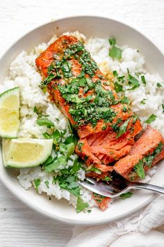 Garlic Cilantro Baked Salmon Oven Baked Salmon, Baked Salmon Recipes, Fish Recipes, Seafood Recipes, Healthy Dinner Recipes, Vegetarian Recipes, Cooking Recipes, Healthy Meals, Yummy Recipes