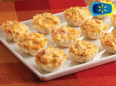 Buffalo Chicken Bites-A creamy buffalo chicken dip recipe, made with zesty tomatoes, is baked in mini fillo shells for a tasty appetizer. Two appetizers = 85 calories. Not too bad for something so easy and yummy! Recipes Appetizers And Snacks, Easy Appetizer Recipes, Appetizer Dips, Yummy Appetizers, Dip Recipes, Appetizers For Party, Cooking Recipes, Mexican Appetizers, Avacado Appetizers