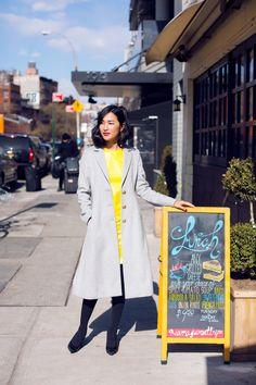 Muitas mulheres sentem dificuldade no Inverno quando o assunto é Vestido! Qual o casaco certo? Qual o melhor sapato? Posso usar qualquer casaco, blazer e jaqueta? As respostas são mais fáceis do que vocês imaginam  Para os sapatos, os mais fechados são os melhores companheiros nos dias mais frios: scarpin, botas e ankle boot …
