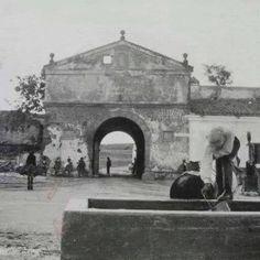 Puerta Pilar.