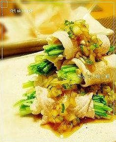 【水菜の豚しゃぶ巻き☆たまねぎポン酢だれ】お魚の副菜によく作るお手軽なサッパリ肉巻き。水菜はサッと湯通ししている程度なので、シャッキシャキでいっぱい食べれちゃいますよ~~(^▽^)