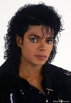 Michael Jackson at the Bad photoshoot Michael Jackson Fotos, Michael Jackson Bad Era, Mj Bad, Bad Boys, King Of Music, Mj Music, The Jacksons, Star Wars, My King