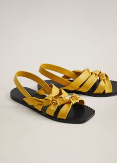 Latest trends in our women's footwear collection: sandals, ballerina shoes, heels, boots and booties. Flat Gladiator Sandals, Shoes Flats Sandals, Strap Sandals, Leather Sandals, Women's Shoes, Ankle Jewelry, Cute Flats, Hermes, Mini Vestidos