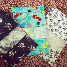 Saquinhos plastificados porta biquíni: disponíveis em várias estampas! Estes já estão indo para sua dona ✈️ #encomendas #prontaentrega #saquinhos #biquinis #verao #viagem #estampas #biquini #praia #piscina #acessoriosartesanais #produtosartesanais
