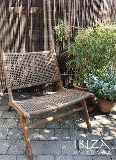 NIEUW binnenkort weer op voorraad. Deze Ushuaia loungestoel is gemaakt van teakhout en synthetisch rotan, geschikt voor buiten! Heb je interesse🤗? Een vraag of wil je een afspraak maken in de loods? Stuur een e-mail naar ibizaoutdoor@gmail.com en je ontvangt snel antwoord. Ushuaia, Outdoor Furniture, Outdoor Decor, Ibiza, Outdoor Living, Relax, Exterior, Chair, Wood