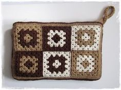 Crochet everything. - tığ motif - Crochet everything. Crochet Wallet, Crochet Tote, Crochet Handbags, Crochet Purses, Diy Crochet, Crochet Crafts, Crochet Projects, Granny Square Häkelanleitung, Granny Square Crochet Pattern
