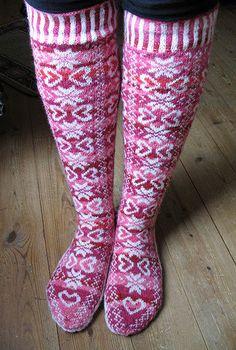 Ravelry: Project Gallery for Durmstrang socks pattern by Ann Kingstone