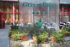 Dotat cu o grădină de vară şi trei saloane, Green Parc reprezintă locaţia ideală pentru organizarea de mese festive, petreceri private, întâlniri de afaceri, recepţii şi zile onomastice. http://infourban.ro/item/green-park/