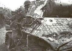 いいね!590件、コメント7件 ― World Military Historyさん(@historicalmilitary)のInstagramアカウント: 「A British soldier inspects a knocked out Panther of the Panzer Lehr, Normandy, 1944. - TURN ON POST…」