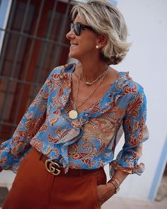 60 Fashion, Workwear Fashion, Over 50 Womens Fashion, Fashion Over 50, Fashion Design, African Blouses, Stylish Clothes For Women, Neutral Outfit, Looks Chic
