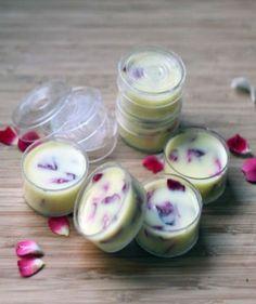 regalos-hechos-a-mano-crema-de-labios-con-petalos-de-rosa-organico