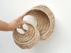 5 Diy Crafts, Diy Crafts Crochet, Crochet Home Decor, Crochet Projects, Crochet Pouch, Crochet Cozy, Crochet Plant Hanger, Baskets On Wall, Wall Basket