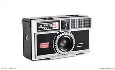 With a then-sophisticated automatic aperture system, the Kodak Instamatic 304 is one of the more technologically sophisticated model's in the Instamatic lineup.