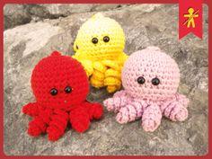 Crocheted by AmigurumisFanClub. Free pattern by Esshaych!!! http://esshaych.blogspot.com.es/2010/09/mini-ami-octopus-take-2.html