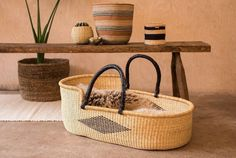 Introducing lovely TAMALE This ethically-produced Moses basket boasts a simple design with a bold, black diamond and soft black carry handles made Baby Baskets, Woven Baskets, Organic Cotton Sheets, Natural Weave, Moses Basket, Diy Sofa, Tamales, Foam Mattress, Old Art