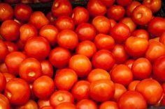 Lykopeeni on vahva rasvaliukoinen antioksidantti, joka antaa tomaateille niiden ominaisen punaisen värin.  Kuumennettaessa lykopeeni muuttuu muotoon, josta elimistön on helpompi ottaa se käyttöön. Lykopeeni imeytyy parhaiten käsitellyistä tomaattipohjaisista elintarvikkeista, kun niiden kanssa nautitaan esimerkiksi oliiviöljyä.